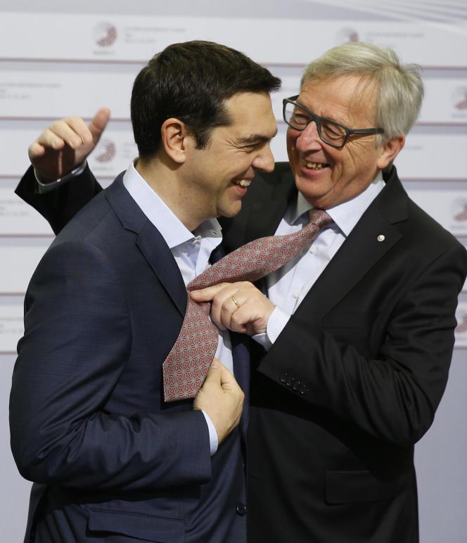 Le président de la Commission européenne, Jean-Claude Juncker (à droite) avec le premier ministre grec, Alexis Tsipras.