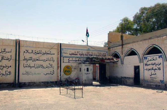 Cette photo, diffusée sur le site internet de l'Etat islamique, montre une cour de la prison de Palmyre.