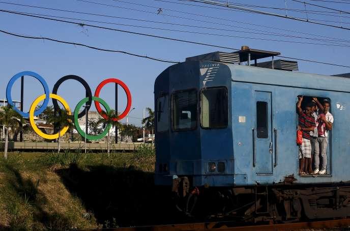 A un an des Jeux Olympiques, l'Etat de Rio interdit le port d'arme blanche.