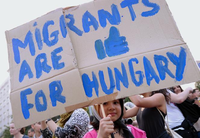 Manifestation contre la politique du gouvernement hongrois contre les migrants, à Budapest, le 19 mai.