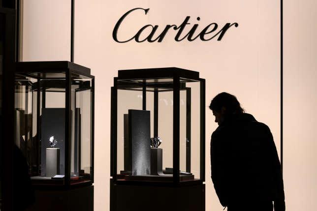 Sur  un marché des bijoux et de l'horlogerie en difficulté, Cartier, marque du groupe Richemont , reste une référence.