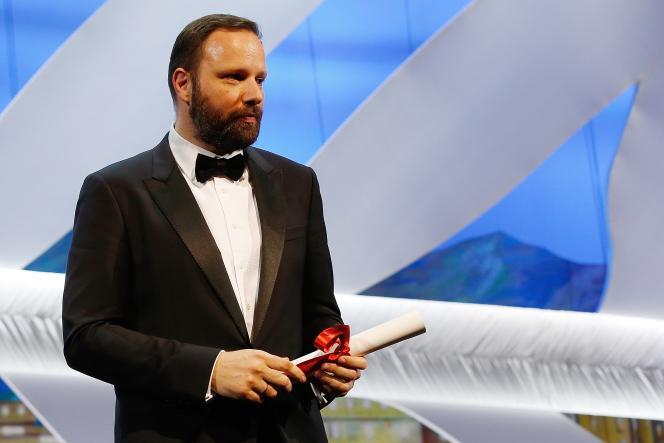 Le cinéaste grec Yorgos Lanthimos avec son prix du jury pour