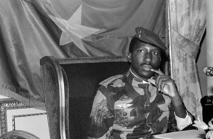 Thomas Sankara lors d'une conférence de presse à Paris, en février 1986, dix-huit mois avant sa mort.