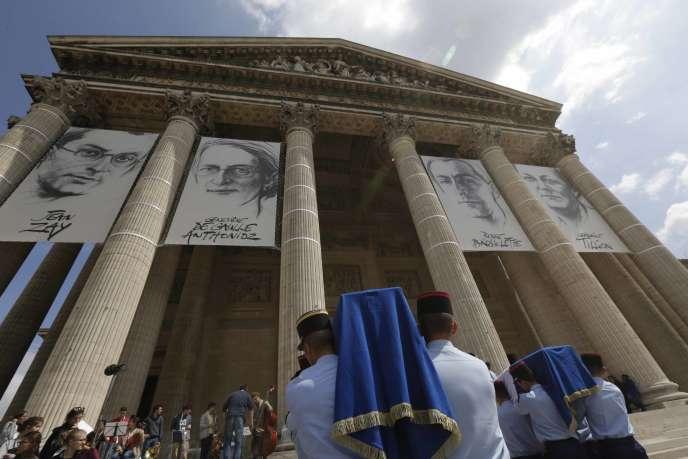 Cérémonie d'entrée au Panthéon de Jean Zay, Geneviève de Gaulle-Anthonioz, Pierre Brossolette et Germaine Tillion en 2015.
