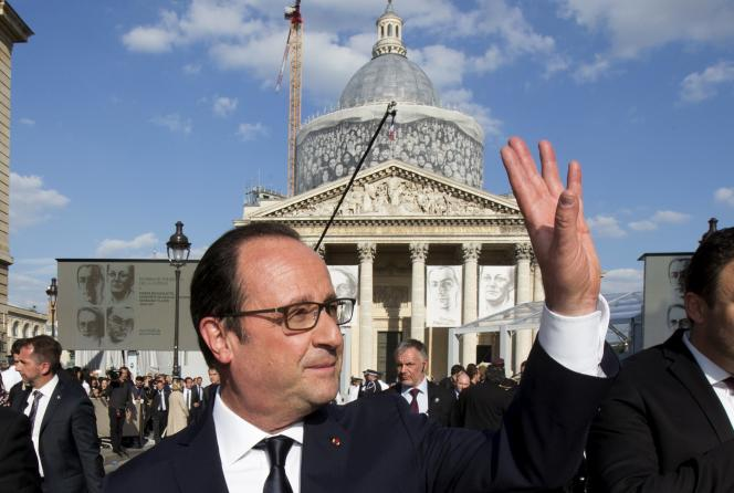 François Hollande devant le Panthéon, mercredi 27 mai.