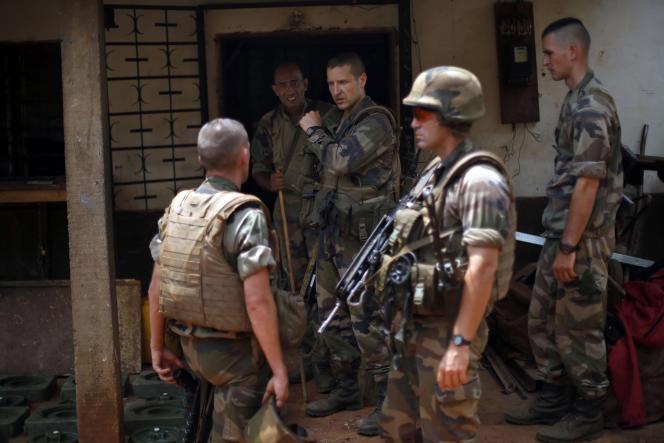Des soldats français lors d'une opération à Bangui, en février 2014.
