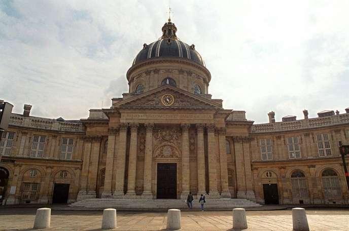 L'entrée de l'Institut, quai Conti, siège de l'Académie des sciences à Paris.