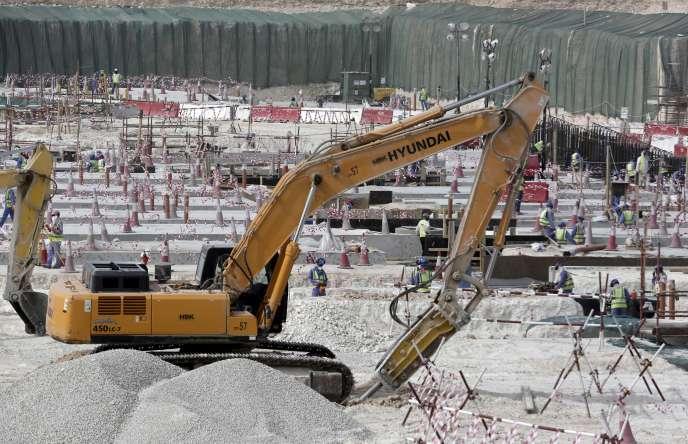 Chantier du stade Al-Wakra, à Doha, construit en vue de la Coupe du monde de football qui se tiendra au Qatar en 2022.