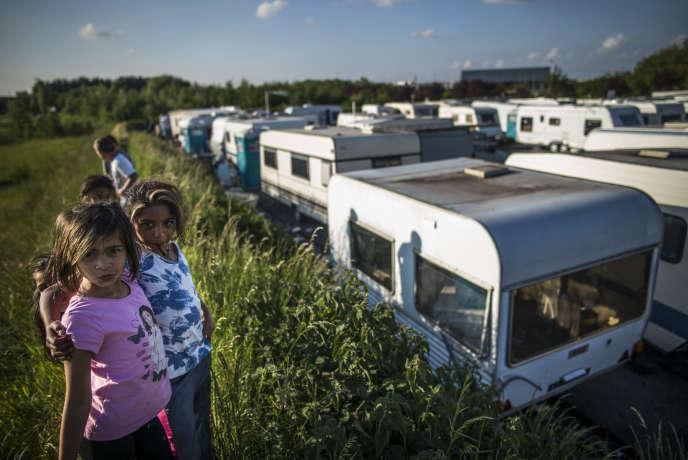 Rencontre avec la famille Demestre dans le camp des gens du voyage. Commune de Watrelos, le 26 mai 2015 .