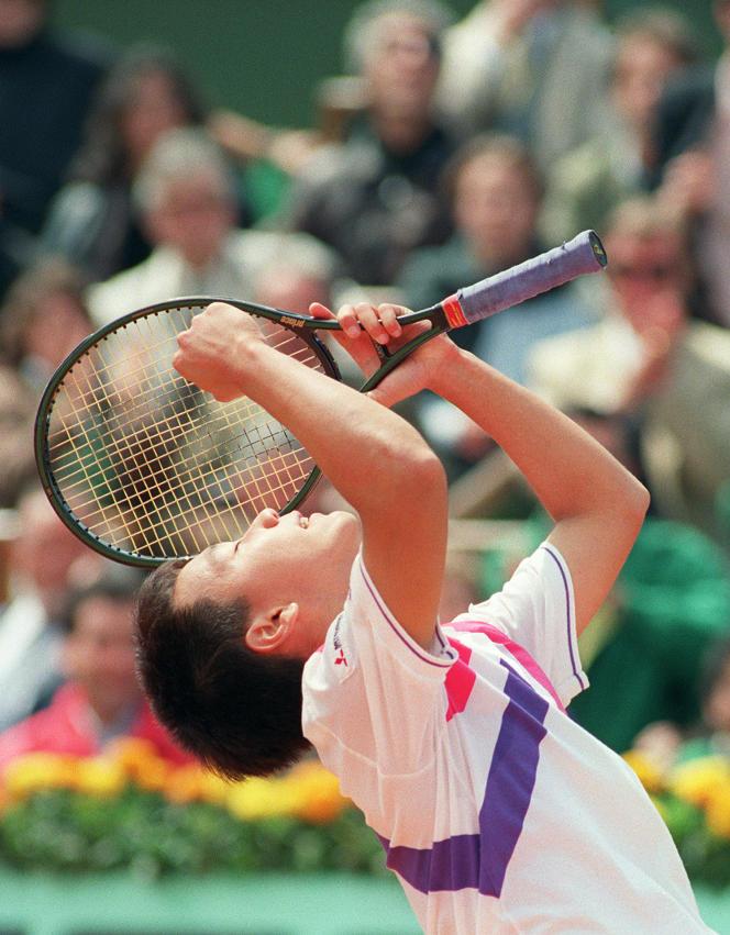 Michael Chang, ici lors de sa victoire en quarts de finale le 7 juin 1989, face à l'Haïtien Ronald Agenor.