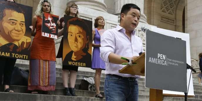 L'écrivain chinois Murong Xuecun, lors d'une manifestation pour défendre la liberté d'expression lors de la Book Expo America (BEA) de New York, le 27 mai.