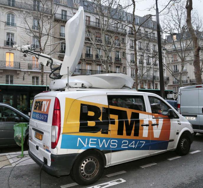 Le directeur de la rédaction de BFM-TV et son journaliste Dominique Rizet ont été condamnés à une amende de10000euros chacun pour avoir diffusé des photos delatuerie de Chevaline.