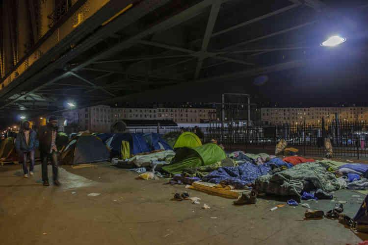 Tout le monde n'a pas la chance de disposer d'une tente. Les derniers arrivés dorment sur des matelas.
