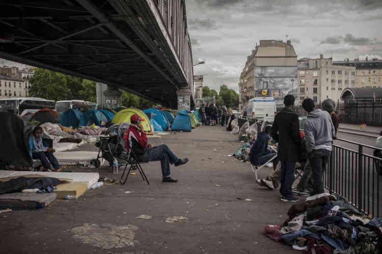 Les réfugiés vivent ici dans des conditions très précaires. La préfecture évoque même un risque « d'épidémie ».