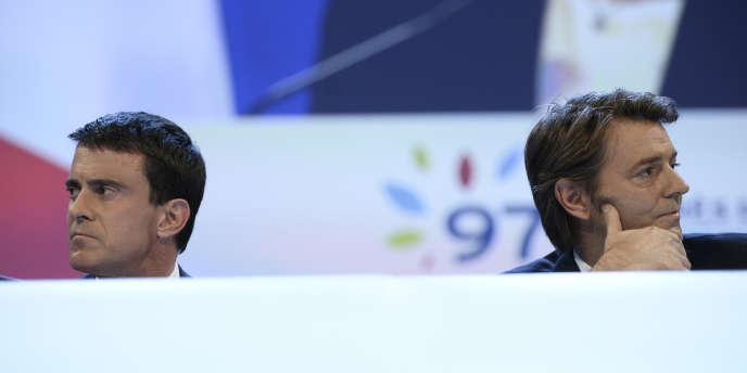 Francois Baroin, le patron de l'Association des maires de France et Manuel Valls, lors d'un congrès de l'association à Paris le 27 novembre 2014.