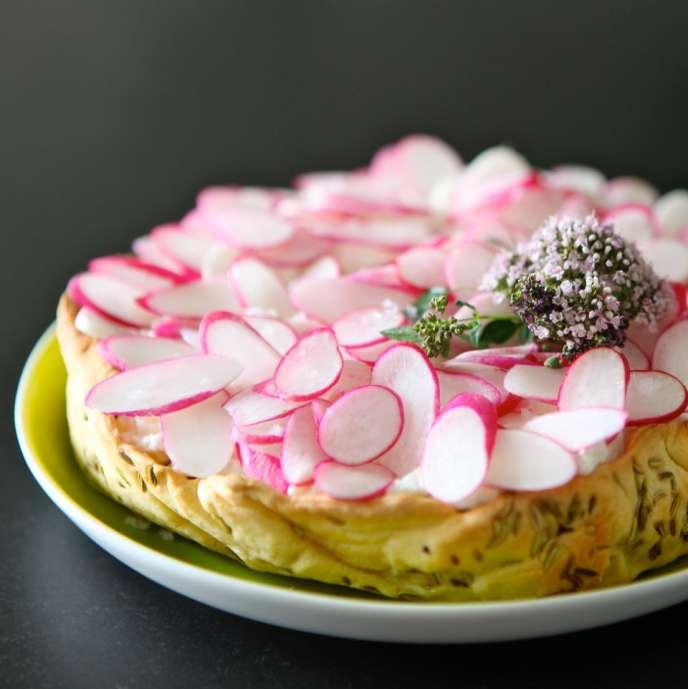 La tarte fromage blanc et radis pétales.