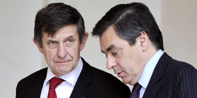 Jean-Pierre Jouyet (à gauche) et François Fillon (à droite), le 12 novembre 2008 à l'Elysée.