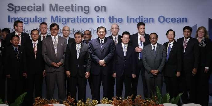 Des délégués de 17 pays, de l'Australie au Bangladesh en passant par les Etats-Unis, étaient réunis vendredi 29 mai en Thaïlande pour tenter de trouver une solution à la crise des migrants en Asie du Sud-Est.
