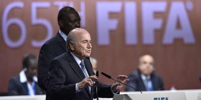 Sepp Blatter réélu à la tête de la FIFA.