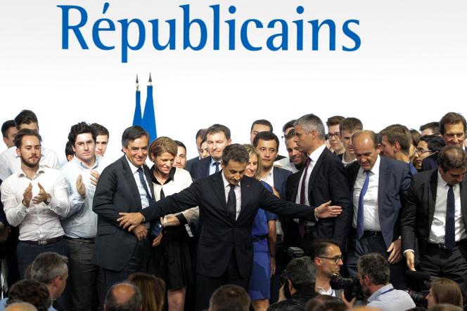 Les rivaux de Nicolas Sarkozy, Alain Juppé, Bruno Le Maire et François Fillon, ont pu s'exprimer au congrès fondateur des Républicains, non sans avoir été hués par les militants.