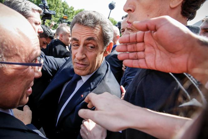 L'arrivée de Nicolas Sarkozy au congrès pour la refondation de l'UMP samedi 30 mai.