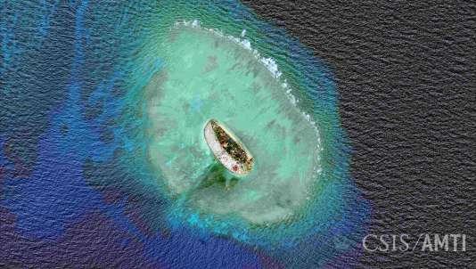 Constructions d'île semi-artificielle par la Chine dans l'archipel des Spratleys.