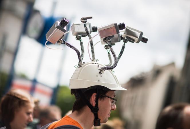 Manifestation à Francfort-sur-le-Main (Allemagne), le 30 mai 2015, contre l'espionnage de la NSA et de son partenaire allemand BND.