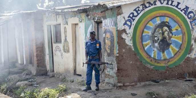 Samedi matin, dans Bujumbura, des petits groupes de manifestants commençaient à se regrouper dans les habituels quartiers contestataires, où le dispositif policier reste toujours imposant, selon des habitants.