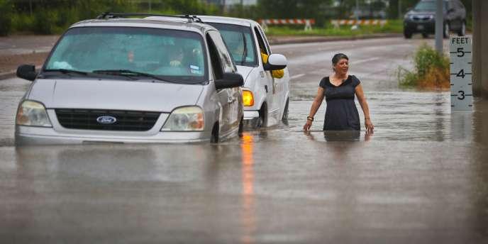 Les orages qui se sont abattus jeudi et vendredi sur le nord du Texas sont venus gonfler un peu plus des rivières déjà en crue à la suite des intempéries d'il y a une semaine.