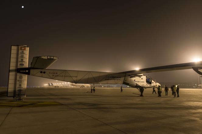 La maquette de l'avion monoplace en fibre de carbone du Suisse Solar Impulse est exposée au Grand Palais.