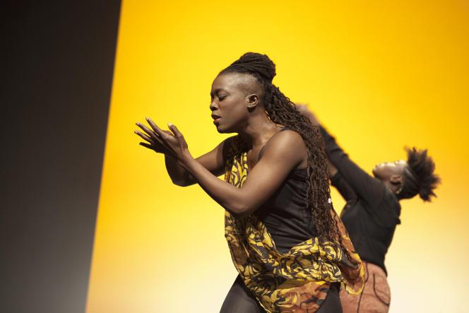 Spectacle mis en scène par Marguerite Mboulé et Lydie Alberto, lors du salon Boucles d'ébène (30 mai au 1er juin 2015), à Paris.