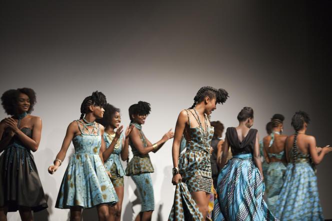 Défilé de mode Mansaya, à l'occasion du salon Boucles d'ébène (30 mai au 1er juin) à Paris.
