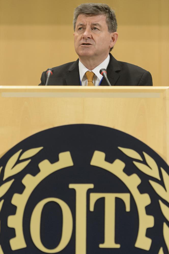 « Avec la transition vers une économie plus durable, de nombreux types d'emploi qui existent aujourd'hui – surtout dans les activités très polluantes ou à forte consommation énergétique – vont disparaître. Mais de nouveaux emplois seront créés dans le même temps. » (Photo: Guy Ryder, directeur général de OIT, à Genève, le 1erjuin 2015).