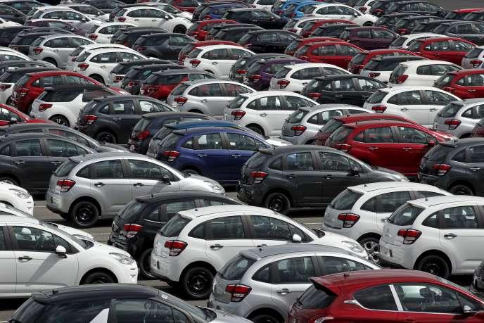 Le marché du véhicule d'occasion en mai 2015 est estimé à402676voitures particulières, soit une baisse de5,4% par rapport àmai2014.