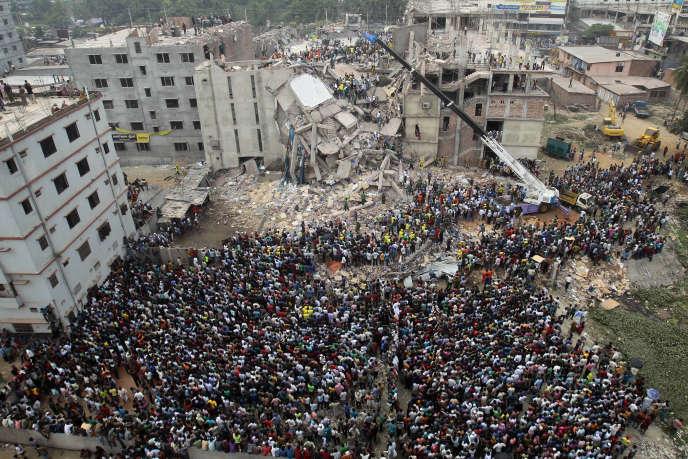 Imposer un devoir de vigilance permet de prévenir des drames humains comme l'effondrement au Bangladesh de l'immeuble du Rana Plaza en 2013 (photo) ou encore le naufrage de l'Erika au large des côtes bretonnes en 1999.