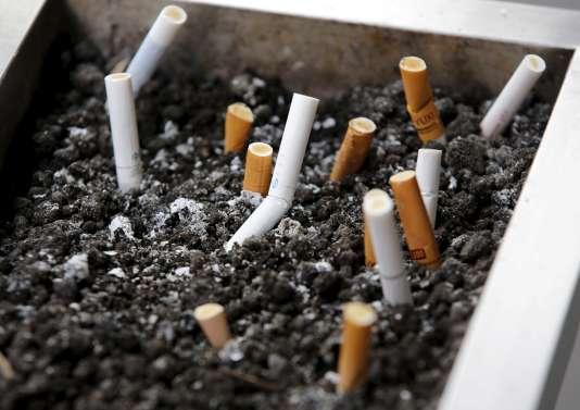 Le tabac tue près de six millions de personnes chaque année, selon l'Organisation mondiale de la Santé (OMS). REUTERS/Kim Kyung-Hoon