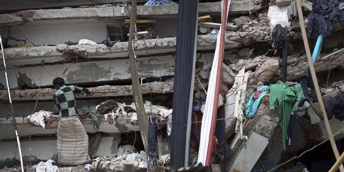 En avril 2013, l'effondrement d'un immeuble, le Rana Plaza, sur des ateliers de confection , avait fait 1135 morts.