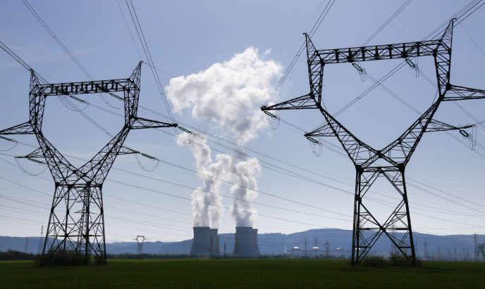 Mercredi 3 juin, le gouvernement doit répondre à plusieurs grands enjeux dont ceux du bon fonctionnement et de la coûteuse modernisation des 58 réacteurs du parc EDF (55 milliards d'euros d'ici à 2025).  La centrale nucléaire du Bugey, à Saint-Vulbas (Ain), le 13 avril.