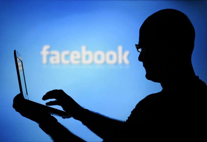 Une femme a été licenciée pour faute grave après avoir laissé son compte Facebook ouvert sur un poste de travail de son entreprise.