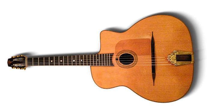 La guitare de thomas Ductronc aurait appartenu à Django Reinhardt.