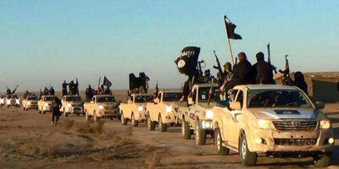 Des combattants de l'Etat islamique dans leur fief syrien de Rakka.