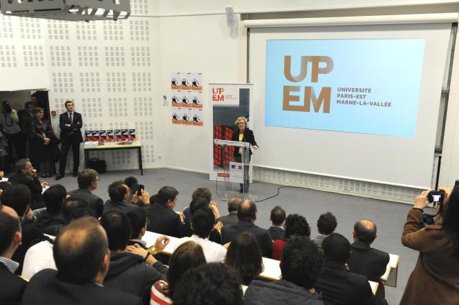 Lors de sa visite de l'incubateur Descartes de l'université Paris-Est Marne-la-Vallée, en octobre 2013, l'ex secrétaire d'Etat à l'enseignement supérieur et à la recherche, Geneviève Fioraso, avait présenté un plan d'actions en 4 points en faveur de l'entrepreneuriat étudiant.