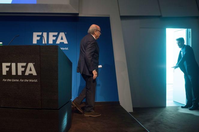 Joseph Blatter, après avoir annoncé sa démission à la tête de la FIFA, mardi 2 juin, à Zurich.