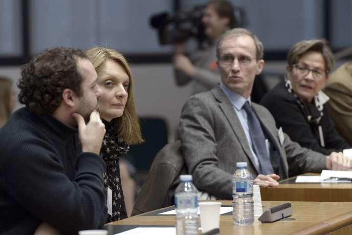 De gauche à droite, le neveu, l'épouse et la mère de Vincent Lambert,à la Cour européenne des droits de l'homme, le 7 janvier 2015.