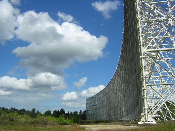 Miroirs fixes du radiotélescope de Nançay.