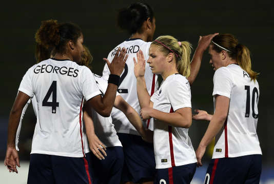 Les Bleues sont la véritable locomotive du football féminin en France.