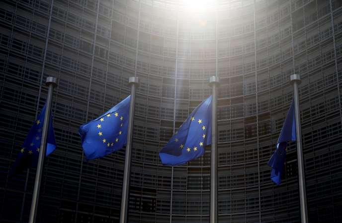 Devant les locaux de la Commission européenne à Bruxelles, en juin 2015.
