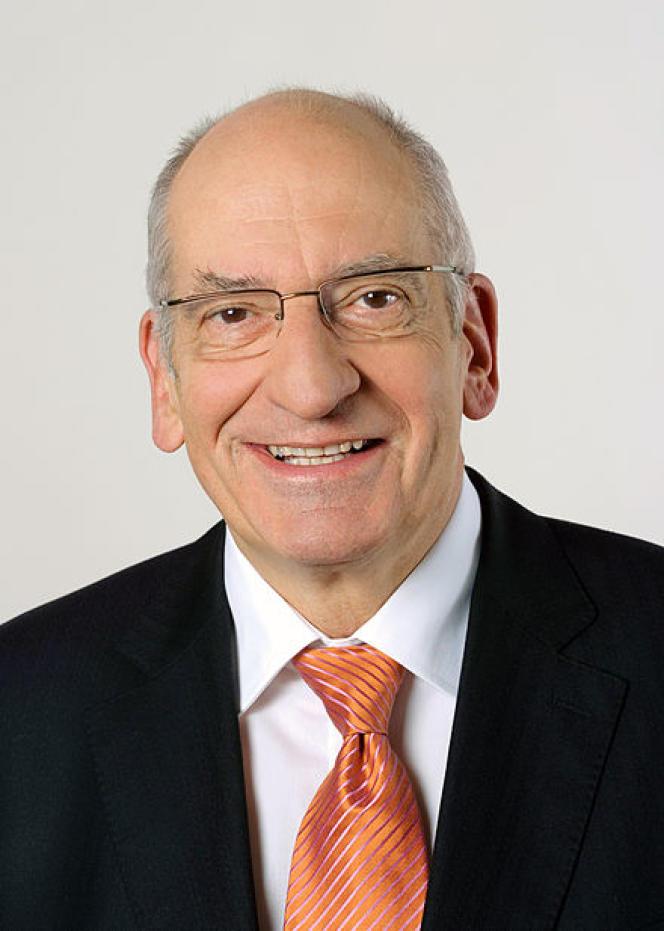 Pascal Couchepin, ancien conseiller fédéral (ministre) suisse, sera l'envoyé spécial de l'Organisation internationale de la Francophonie pour les Grands Lacs.