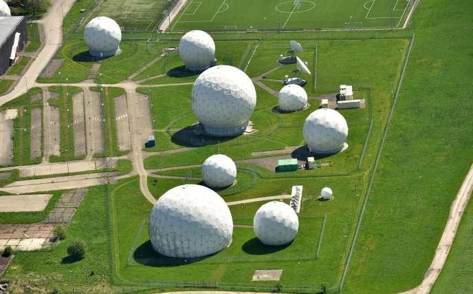 La station d'écoutes des services de renseignements allemands, le BND, à Bad Aibling (Bavière), est également utilisée par la NSA.