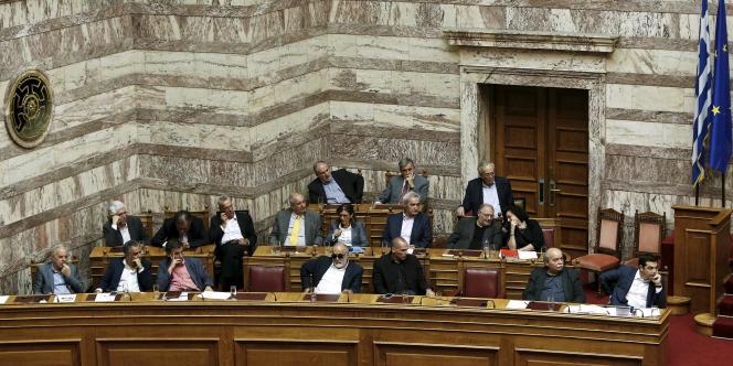 Le premier ministre Alexis Tsipras se positionnait ces dernières semaines plutôt en faveur d'un référendum, l'objectif étant ainsi d'obtenir une clarification de son mandat.